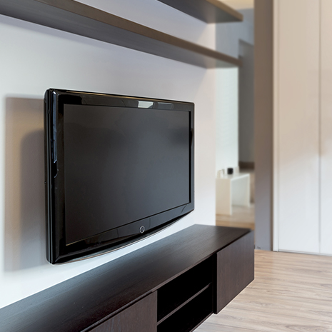 Space-saving Wall Mount for Flat Screens with TV Wall Mount ARCTIC TV Flex M