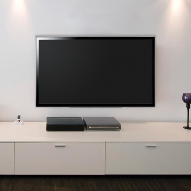 Flachbildschirm mit Wandhalterung TV Basic S